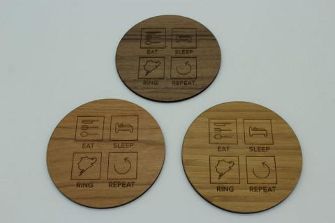 4er Set Untersetzer aus Holz - Eat Sleep Ring Repeat Walnuss