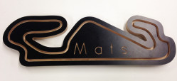 Engraving option for the inner part of a race track